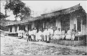 1885년 알렌에 의해 시작 된 세브란스병원 전신인 한국 최초 병원 제중원과 직원들