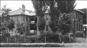 진주 배돈병원: 호주장로교회가 1913년 설립한 경남 최초의 서양 병원