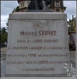 사진 설명 / 세르베투스 후예들인 유니테리언들이 세운 세르베투스 동상 아래의 비문(사진)