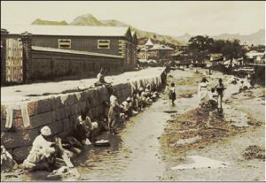 조선선교 초기 청계천 빨래터에서 빨래하는 하층민들