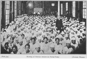 1900년 초 Norman Thomas가 촬영한 평양 부인사경회와 마펫 선교사